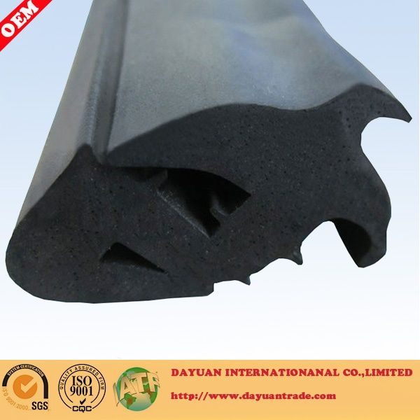 Automobile windscreen rubber sealing strip